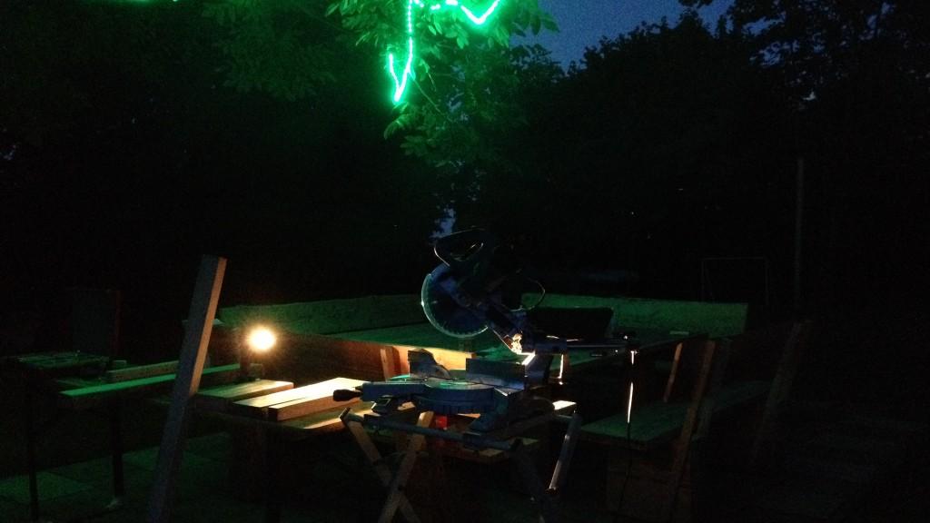 Holzarbeiten bei Nacht
